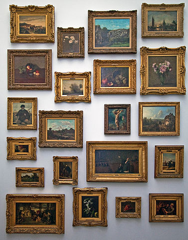 Picture frames of various sizes